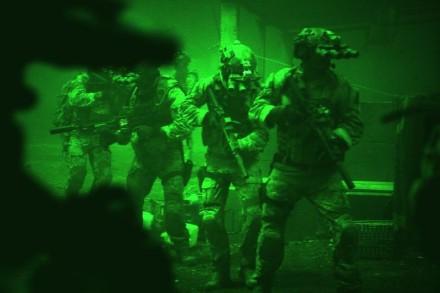 operazione-zero-dark-thirty-un-gruppo-di-marines-visti-dal-visore-notturno-260968